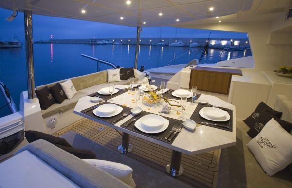 Noleggio catamarano lussuoso nyx 565 for Catamarani di lusso