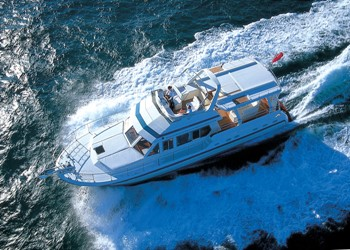 Motor Boat for Hire Trader 585