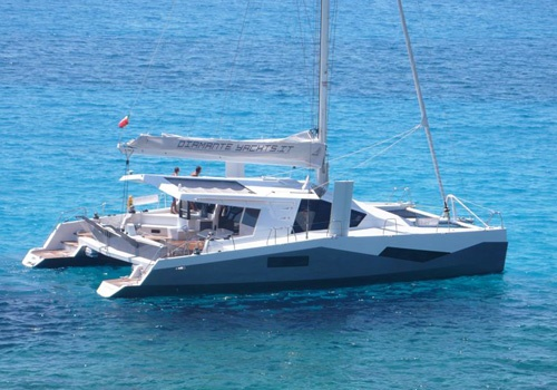 Noleggio catamarano lussuoso a diamante yachts for Catamarani di lusso