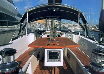 oceanis_523_clipper_3_cab_deck.jpg Yacht Image - 2