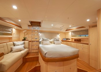 oyster_655_int_5.jpg Yacht Image - 6