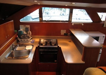 horizon_56_kitchenn.jpg Yacht Image - 5