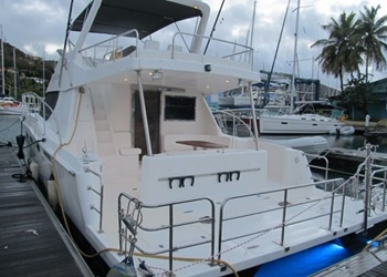 powercat_52_back.jpg Yacht Image - 2
