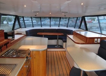 powercat_52_salon.jpg Yacht Image - 4
