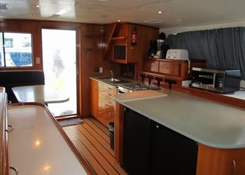 powercat_52_salonkitch.jpg Yacht Image - 5
