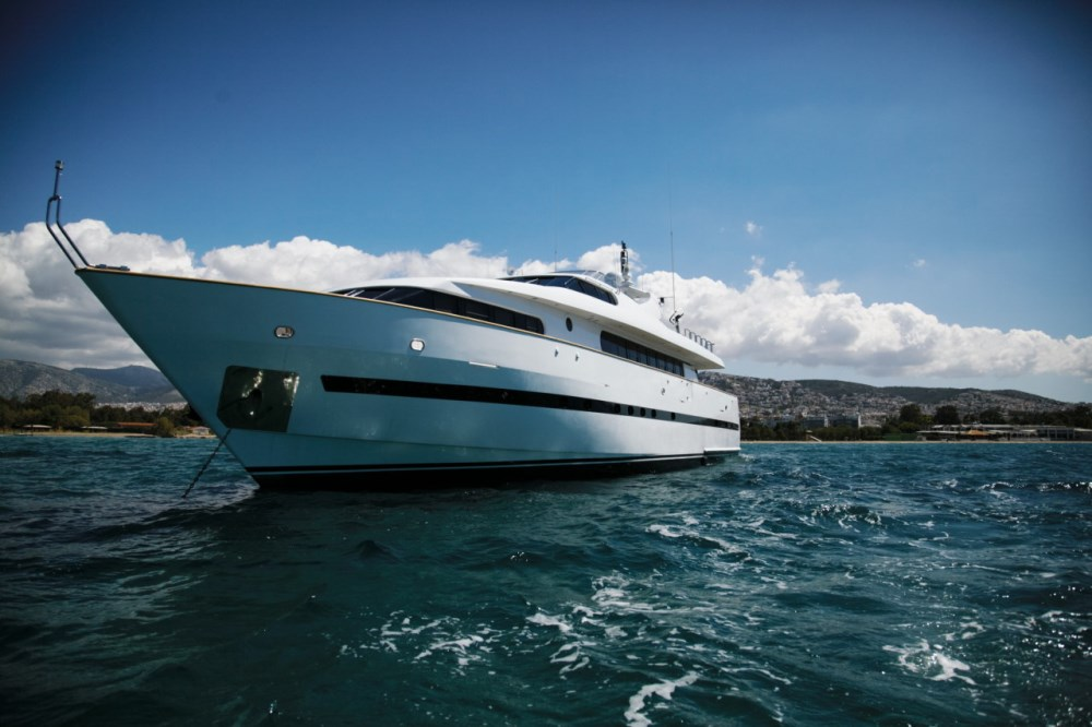 location bateau de luxe bateau de luxe avec a l. Black Bedroom Furniture Sets. Home Design Ideas