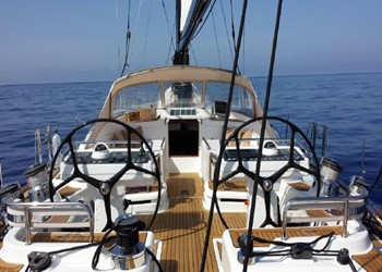 oyster_82_2.jpg Yacht Image - 2