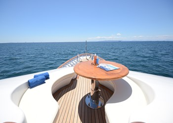 yacht_camellia_-_foredeck_seating.jpg Yacht Image - 4