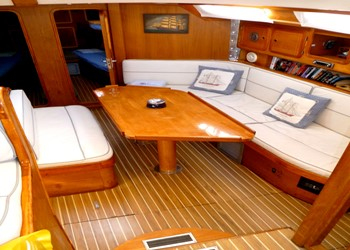 freedom_60_ds_saloon-1.jpg Yacht Image - 4