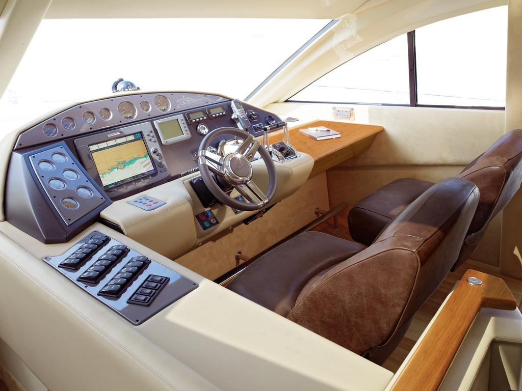 Noleggio yacht a motore lussuoso aluxuryyachtin for Cabine di lusso gigantesche