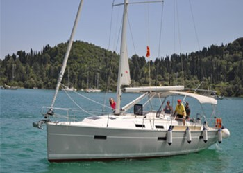 Sailboat for Charter Bavaria 40 Cruiser Avantgarde