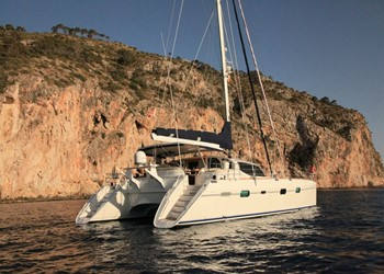 Navigue catamaran Privilege 585 (3 cab)